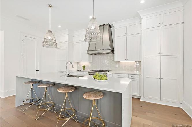 435 Beaumont Ave kitchen