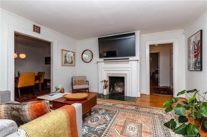 1921 Thurmond Pl living room