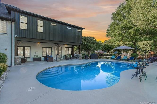 19505 Sunnypoint Ct pool
