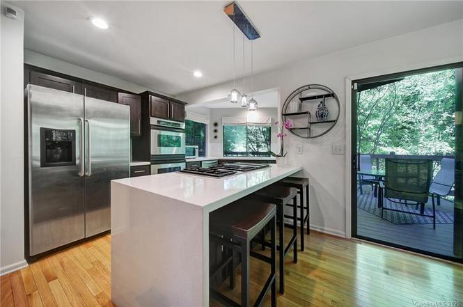221 Misty Dawn Ln kitchen