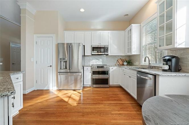 327 Ohenry Ave kitchen