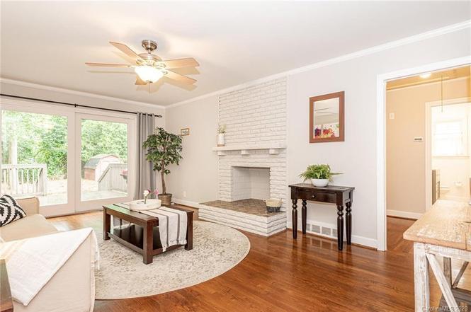 5234 Seacroft Rd livingroom