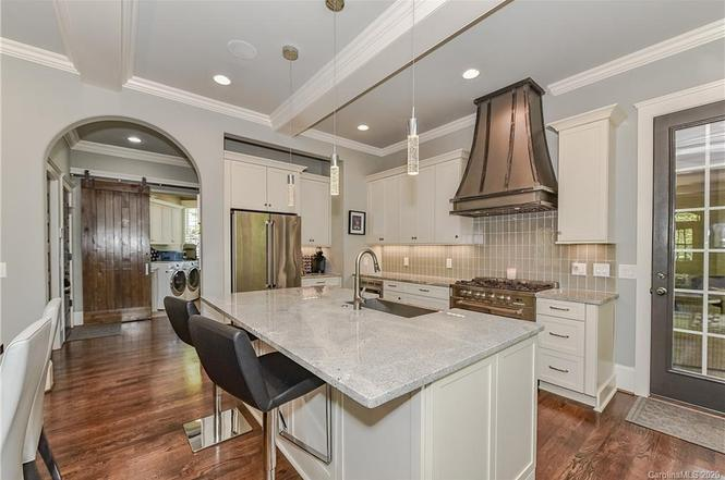 725 Ideal Way kitchen