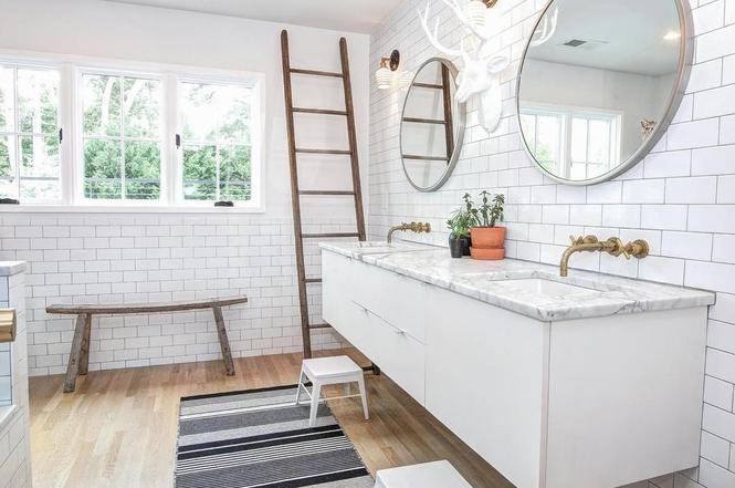 216 Cottage Pl bathroom