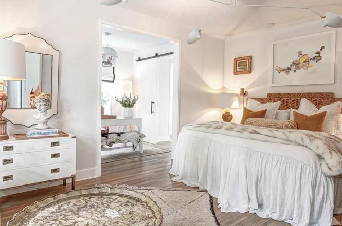 216 Cottage Pl bedroom