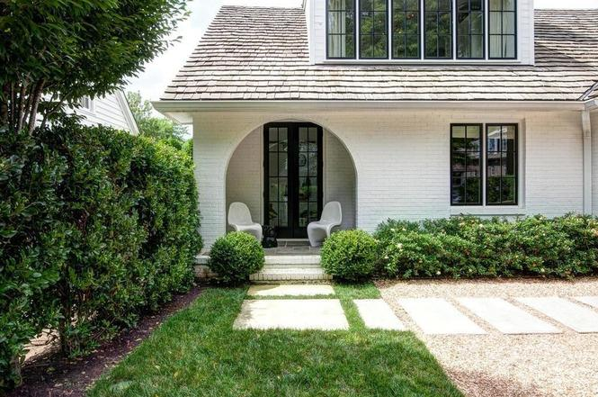 216 Cottage Pl covered porch