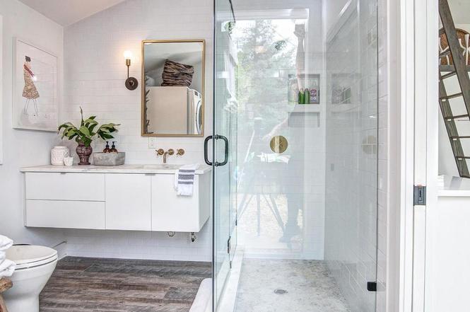 216 Cottage Pl guest house bath