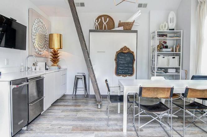 216 Cottage Pl guest house interior