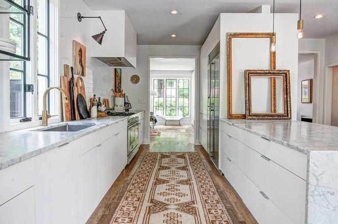 216 Cottage Pl kitchen
