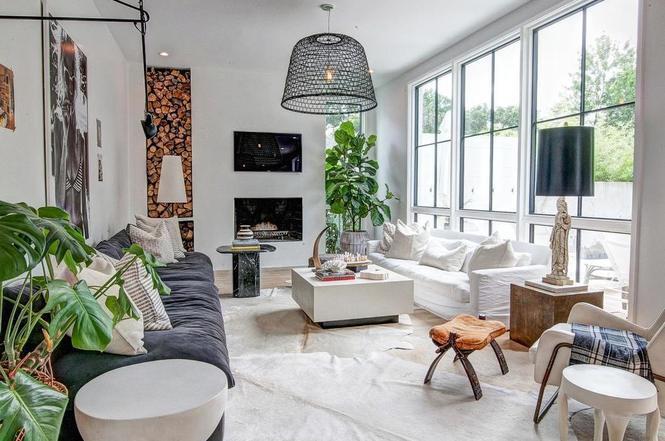 216 Cottage Pl living room
