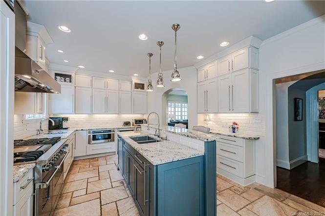 2821 Hampton Ave kitchen