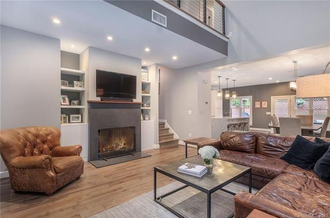 326 Settlers Ln living room