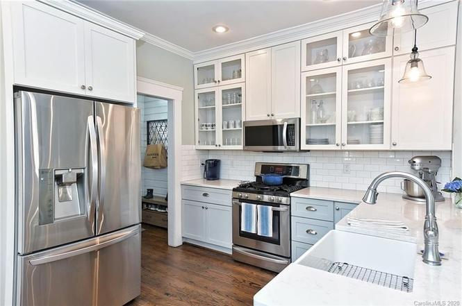 417 Hawthorne Ln kitchen