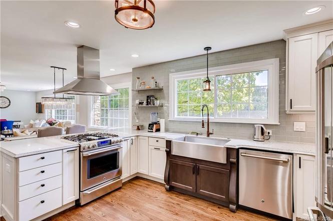 5213 Providence Rd kitchen