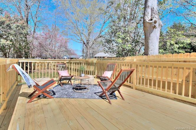 6900 Heatherford Dr deck