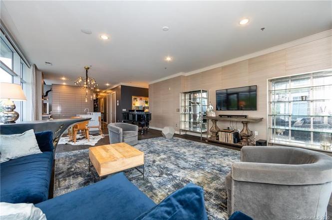1100 Metropolitan Ave #203 livingroom