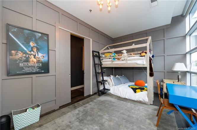 1100 Metropolitan Ave #203 room