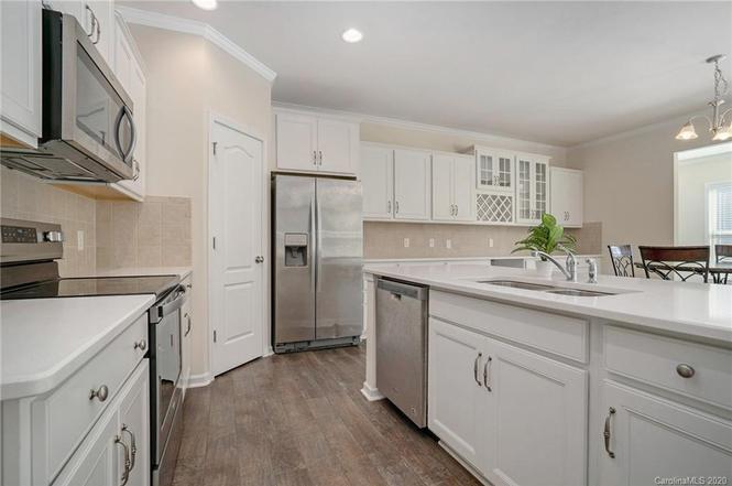 11213 Crane Creek Drive kitchen