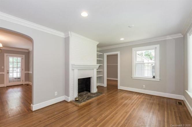 1414 Pinecrest Ave living room