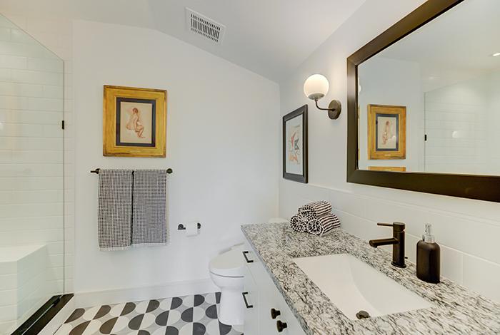 2020-Finalist-Mid-Century-Modern-bathroom