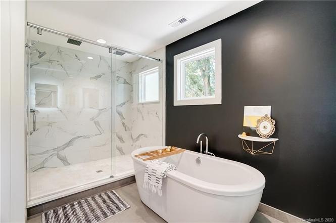 2131 Eaton Rd owners bath