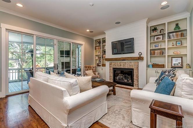 2440 Laburnum Ave living room