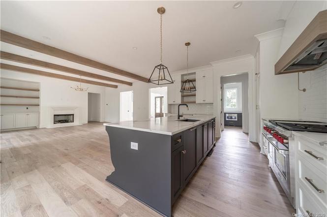 315 Mammoth Oaks Dr kitchen island