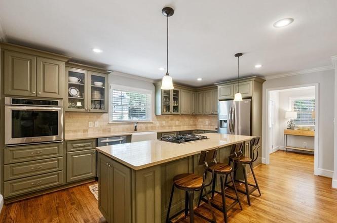 3239 Pinehurst Pl kitchen