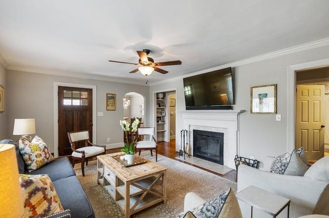 3239 Pinehurst Pl living room