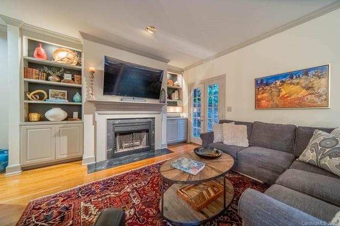 4412 Columbine Ct living room