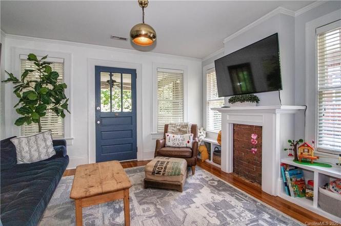 526 Oakland Ave Unit C living room