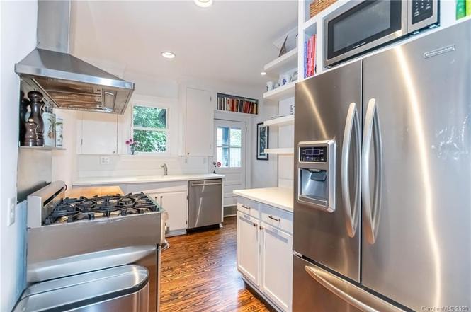 2829 Hillsdale Ave kitchen