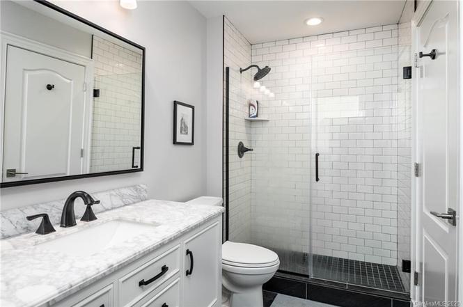 315 Arlington Ave #1802 bath