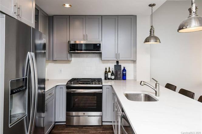 315 Arlington Ave #1802 kitchen