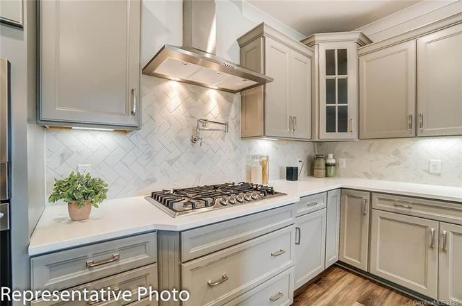 639 Stowe Road kitchen