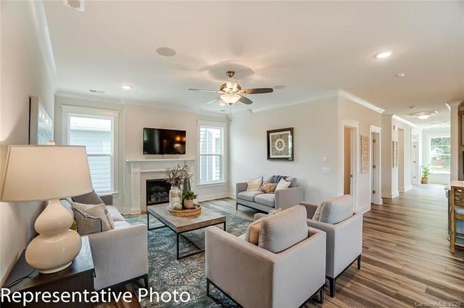 639 Stowe Road living room