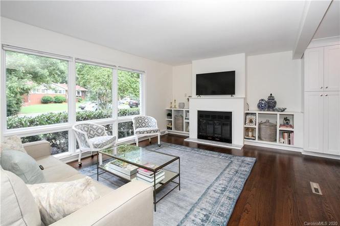 7215 Rockledge Dr living room