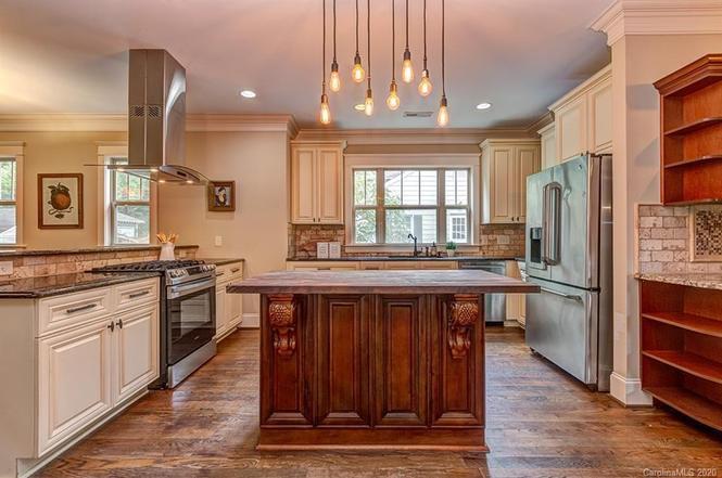 1411 Ivey Dr kitchen
