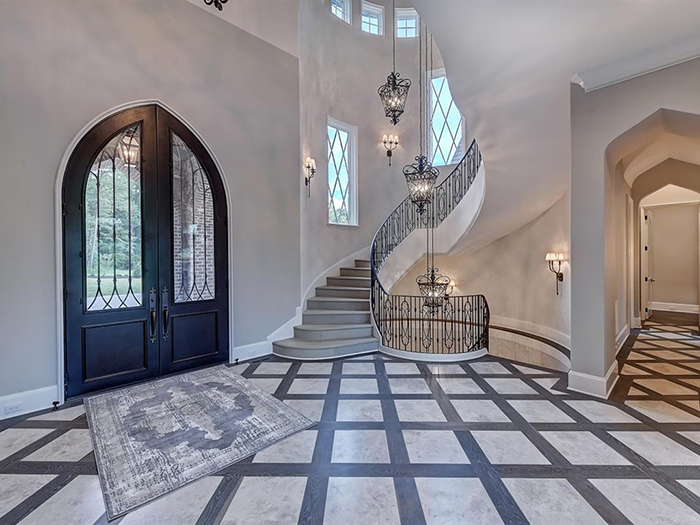 154 Tennessee Circle foyer