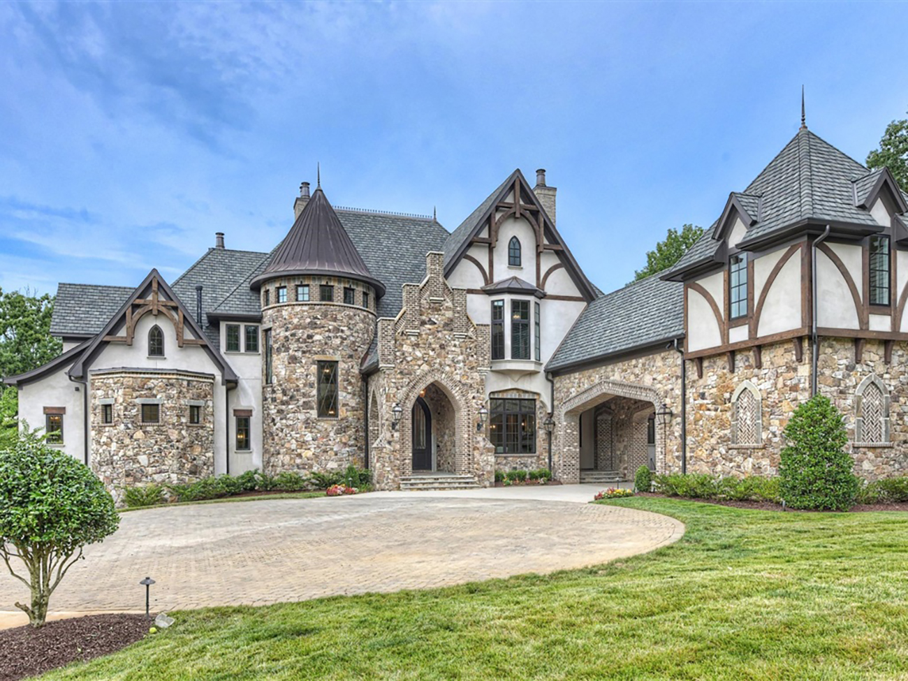 The luxury real estate market in Lake Norman is booming