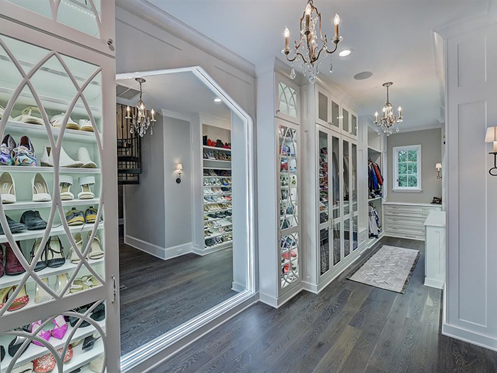 154 Tennessee Circle owner's closet