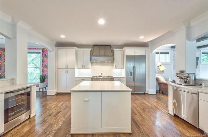 1805 Chatham Ave kitchen