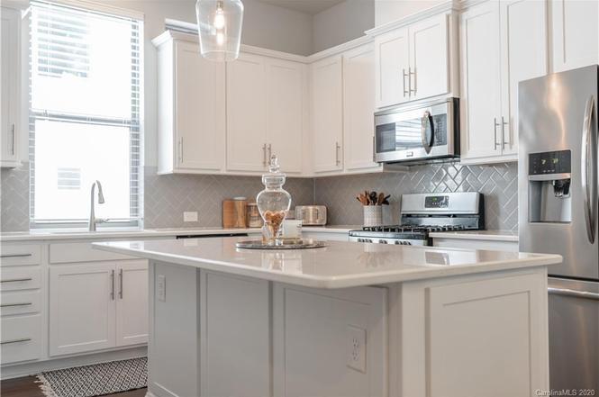 2523 Euclid Ave kitchen