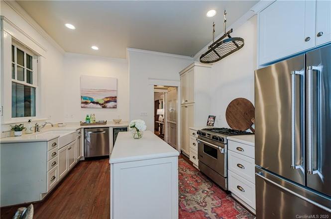828 E Worthington Ave kitchen