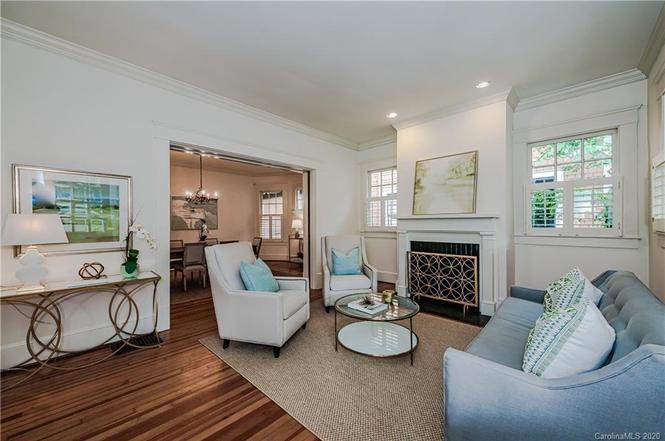 828 E Worthington Ave living room