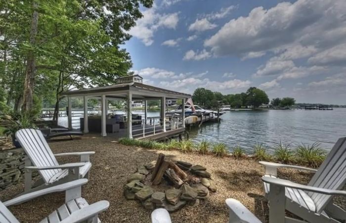 Cozy cottage dock