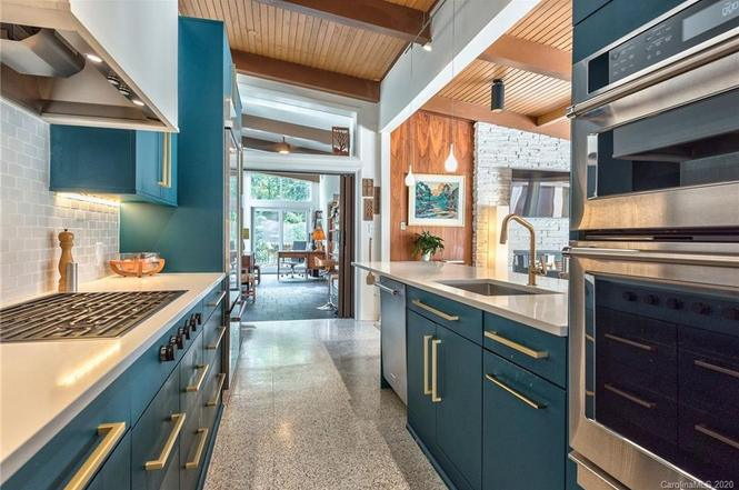 1141 Lynbrook Drive kitchen