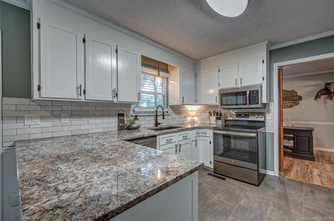 11706 Diablo Court kitchen