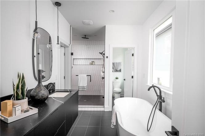 124 Mattoon St bath
