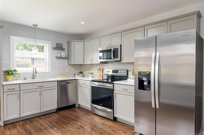1427 Thriftwood Dr kitchen